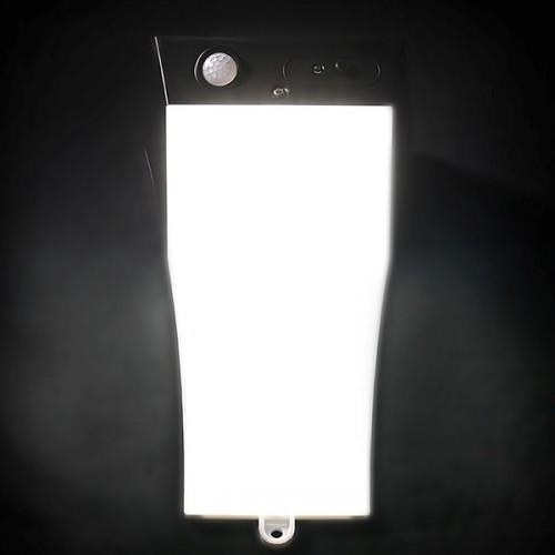 Włączona lampa solarna SLC-02